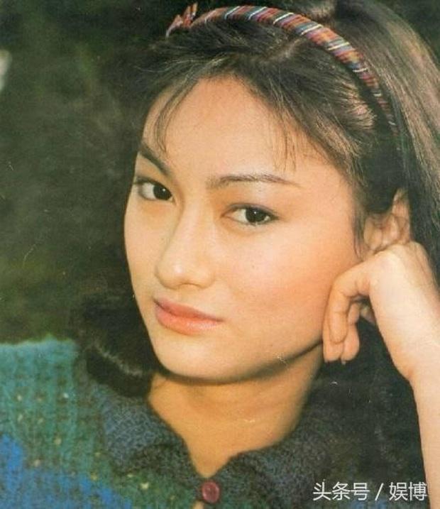 Ngất lịm với nhan sắc thời thanh xuân của 3 đại mĩ nhân Cô Ấy Không Hoàn Hảo, xuất sắc nhất vẫn là chị đại Châu Tấn - Ảnh 20.