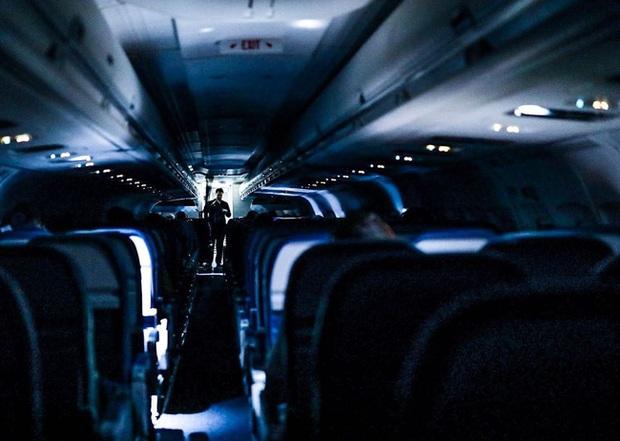 Chùm ảnh đi máy bay mùa Covid-19: Vắng vẻ như trên đảo hoang, một mình bao trọn cả khoang không ai tranh giành - Ảnh 12.