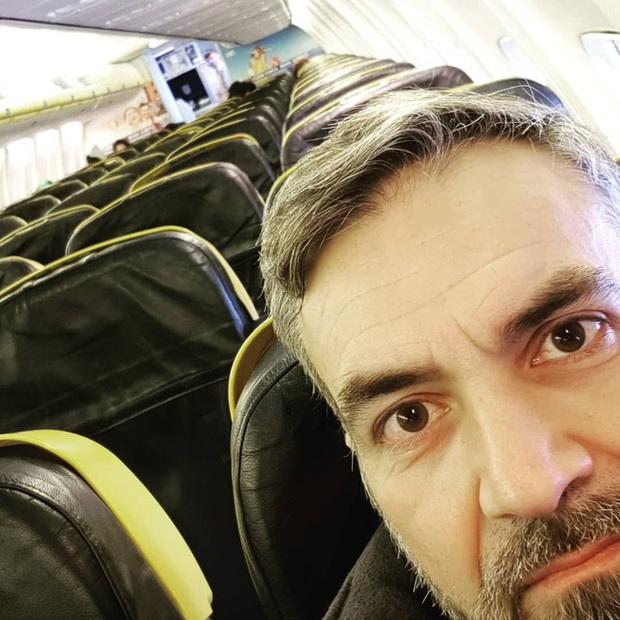 Chùm ảnh đi máy bay mùa Covid-19: Vắng vẻ như trên đảo hoang, một mình bao trọn cả khoang không ai tranh giành - Ảnh 3.