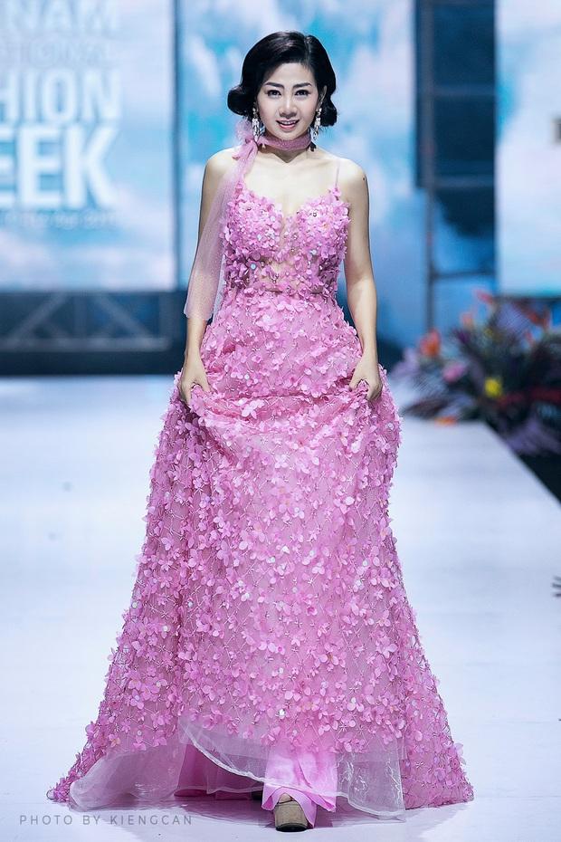 Bộ váy Mai Phương diện trong lần hiếm hoi diễn catwalk được bán đấu giá để hỗ trợ con gái cô - Ảnh 4.