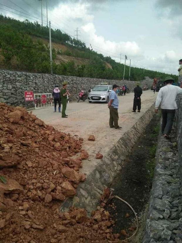 Quảng Ninh đổ đất, cẩu bê tông chặn đường kiểm soát người để phòng dịch COVID-19 - Ảnh 5.