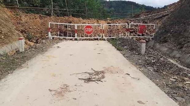 Quảng Ninh đổ đất, cẩu bê tông chặn đường kiểm soát người để phòng dịch COVID-19 - Ảnh 7.