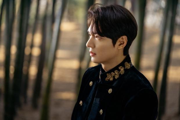 Hậu cung bốn phương đang ngất ngây vì bộ ảnh hậu trường Quân vương Lee Min Ho: Làm ơn, phi ngựa vào trái tim em đi! - Ảnh 3.