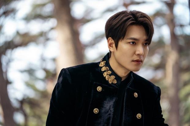Hậu cung bốn phương đang ngất ngây vì bộ ảnh hậu trường Quân vương Lee Min Ho: Làm ơn, phi ngựa vào trái tim em đi! - Ảnh 6.