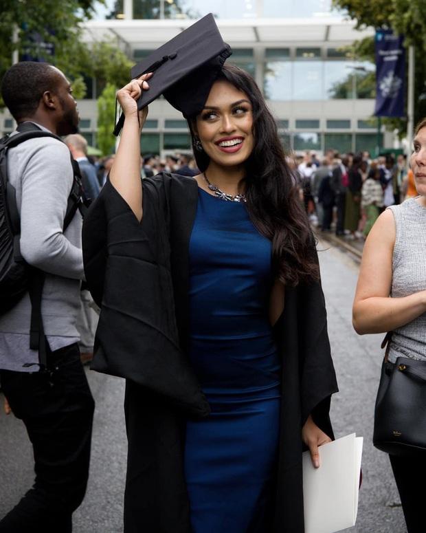 Hoa hậu Anh 2019: Profile khủng với IQ 146, khiến thế giới xúc động khi cất vương miện về làm bác sĩ chống dịch COVID-19 - Ảnh 3.