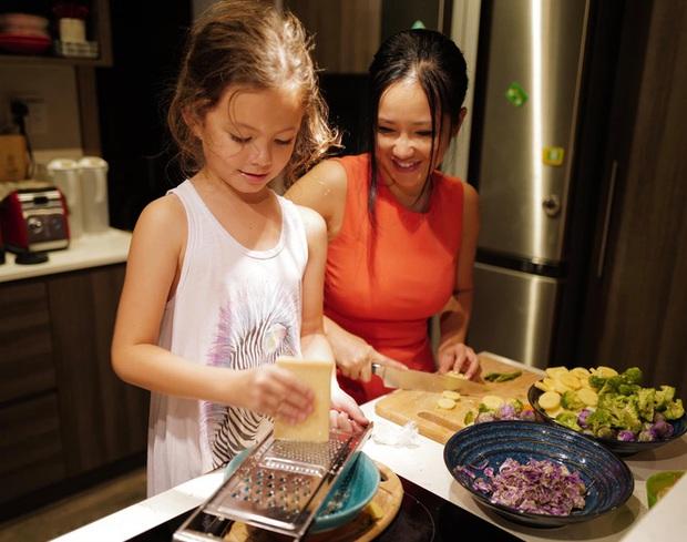 Hội nhóc tỳ Vbiz ngậm thìa vàng nhưng không hề lười biếng: Tự giác làm việc nhà, nấu nướng, chăm nhất là nhà Hà Tăng - Ảnh 2.