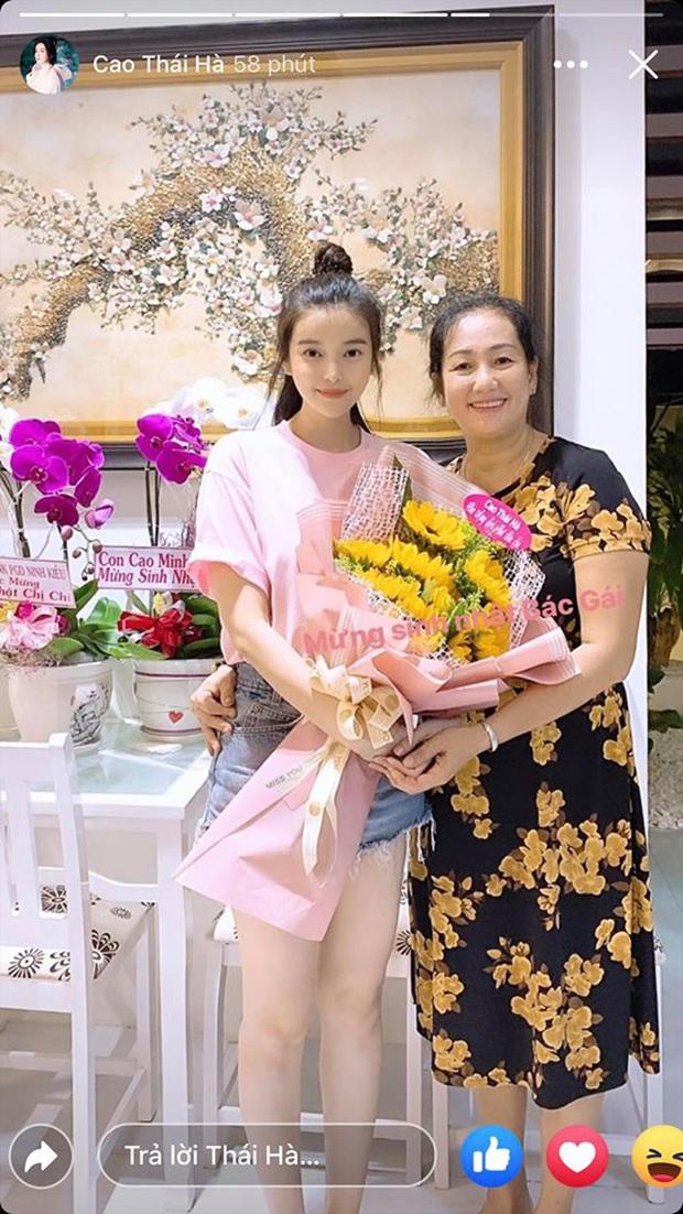 Cao Thái Hà bất ngờ xuất hiện trong tiệc sinh nhật thân mật mẹ Quốc Trường, nhìn là muốn đẩy thuyền rồi! - Ảnh 3.