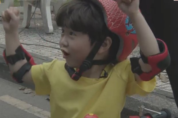 Ngô Kiến Huy cười lăn khi bé Đậu vừa nhăn nhó vừa catwalk trên nền nhạc Truyền thái y - Ảnh 10.