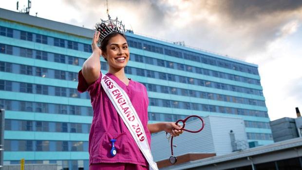 Hoa hậu Anh 2019: Profile khủng với IQ 146, khiến thế giới xúc động khi cất vương miện về làm bác sĩ chống dịch COVID-19 - Ảnh 2.