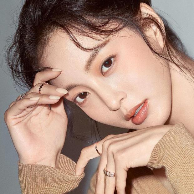 10 sao Hàn là hình mẫu PTTM của chị em: Mũi chuẩn phải như Irene và mợ chảnh Jeon Ji Hyun; mắt đẹp là giống Jennie, Yoona - Ảnh 10.