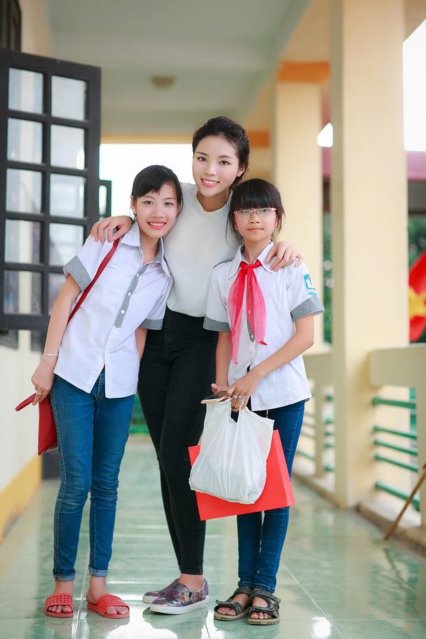 """""""Soi"""" bảng điểm Hoa hậu Việt thời đi học: Người đỗ Ngoại Thương, người gây xôn xao vì lẹt đẹt, choáng nhất là Lương Thuỳ Linh - Ảnh 8."""
