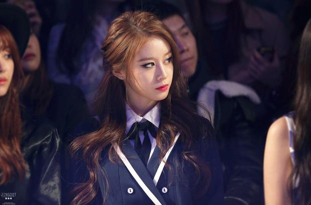 Loạt idol Kpop sở hữu góc nghiêng vô thực: Irene xứng danh nữ thần, V (BTS) và Cha Eun Woo khó phân cao thấp - Ảnh 6.