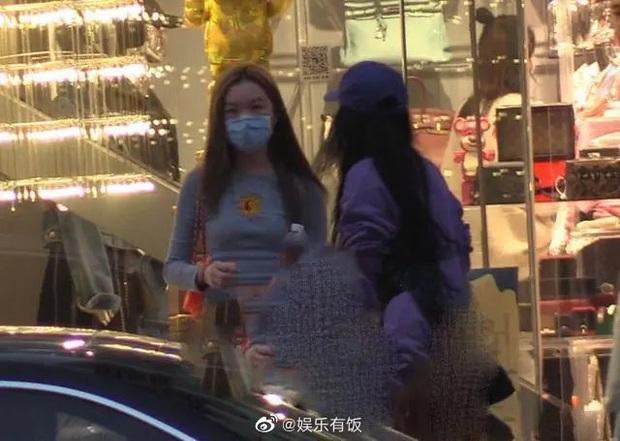 Cô con gái 13 tuổi nhà Vương Phi - Lý Á Bằng ngày càng sành điệu, được mẹ cưng chiều, có xe sang đưa đón - Ảnh 8.