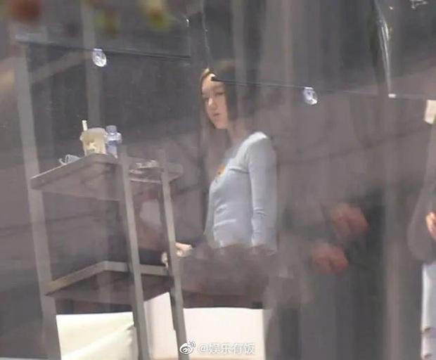 Cô con gái 13 tuổi nhà Vương Phi - Lý Á Bằng ngày càng sành điệu, được mẹ cưng chiều, có xe sang đưa đón - Ảnh 6.