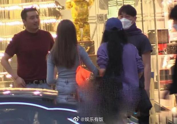 Cô con gái 13 tuổi nhà Vương Phi - Lý Á Bằng ngày càng sành điệu, được mẹ cưng chiều, có xe sang đưa đón - Ảnh 9.