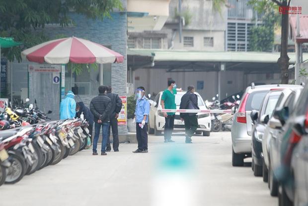 Bên trong bệnh viện Thận Hà Nội bị cách ly do có bệnh nhân 254 - Ảnh 1.