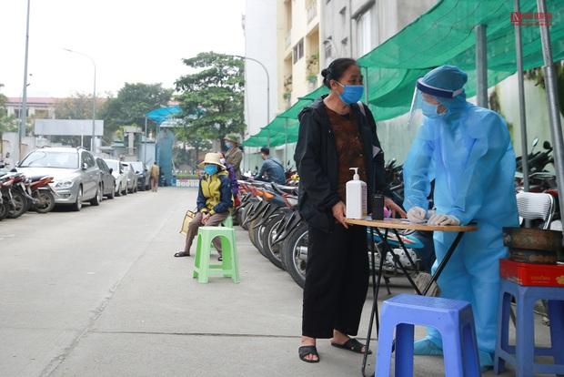 Bên trong bệnh viện Thận Hà Nội bị cách ly do có bệnh nhân 254 - Ảnh 2.