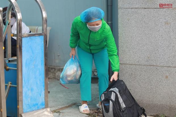 Bên trong bệnh viện Thận Hà Nội bị cách ly do có bệnh nhân 254 - Ảnh 12.