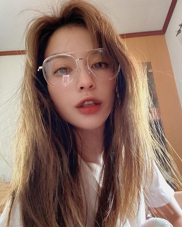 Nhan sắc và style của mỹ nhân Thái bóc phốt Huyền Baby: Dù cùng tuổi mà đẹp thần sầu, lấn át cả hot mom Việt - Ảnh 5.