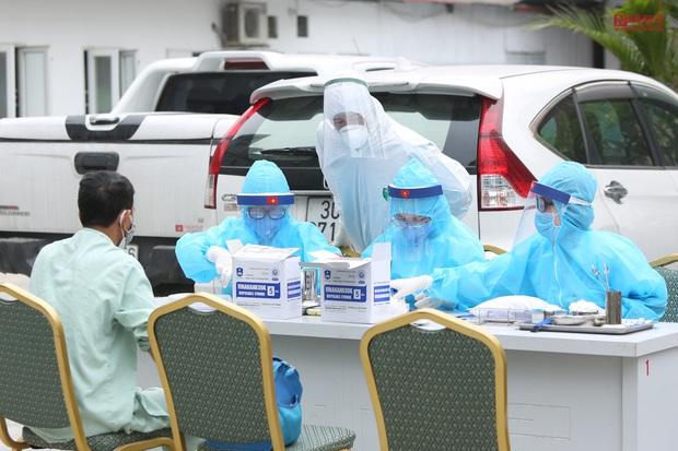 Bên trong bệnh viện Thận Hà Nội bị cách ly do có bệnh nhân 254 - Ảnh 6.