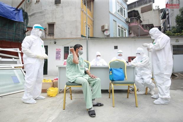 Bên trong bệnh viện Thận Hà Nội bị cách ly do có bệnh nhân 254 - Ảnh 9.