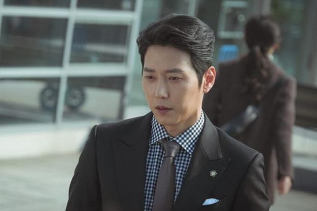 Tưởng chỉ bỏ chồng quay về với tình cũ, ai dè Lee Bo Young qua lại với hẳn 3 người trong When My Love Blooms? - Ảnh 4.