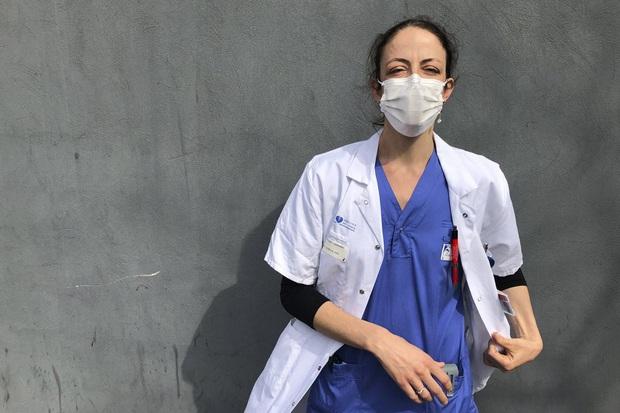 Vừa bình phục sau khi nhiễm Covid-19, nữ bác sĩ nhanh chóng lao vào cuộc chiến chống dịch vì thế giới cần chúng tôi! - Ảnh 3.