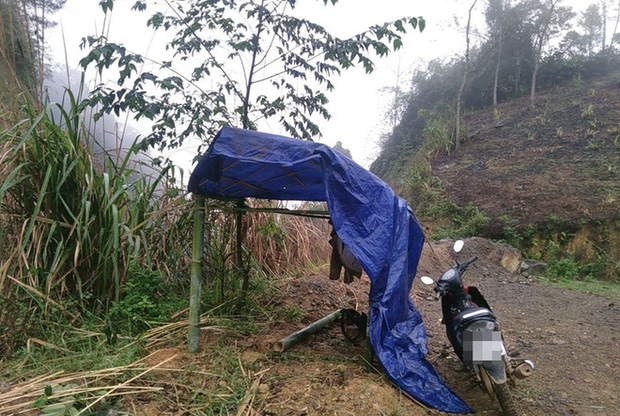 Nữ sinh dựng lán giữa đồi cao bắt sóng học online: Có hôm mưa bão chỉ kịp khoác vội áo mưa cho máy tính, còn mình chịu ướt sũng - Ảnh 2.