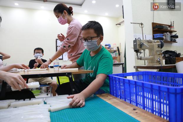 Người Hà Nội chế tạo đai đeo khẩu trang giảm đau tặng các y bác sĩ tuyến đầu chống dịch: Nếu đạt chất lượng thì chúng tôi sẽ làm ra nhiều hơn nữa - Ảnh 16.