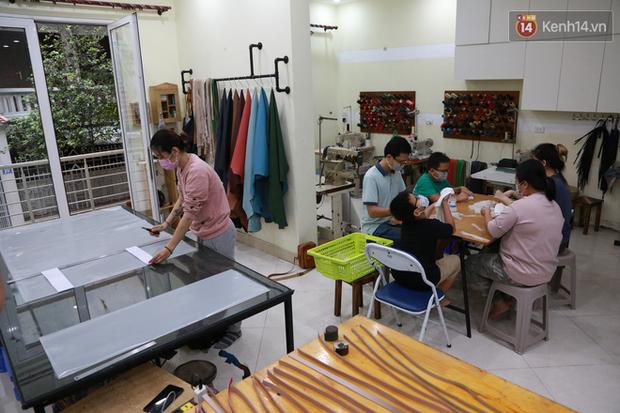 Người Hà Nội chế tạo đai đeo khẩu trang giảm đau tặng các y bác sĩ tuyến đầu chống dịch: Nếu đạt chất lượng thì chúng tôi sẽ làm ra nhiều hơn nữa - Ảnh 1.
