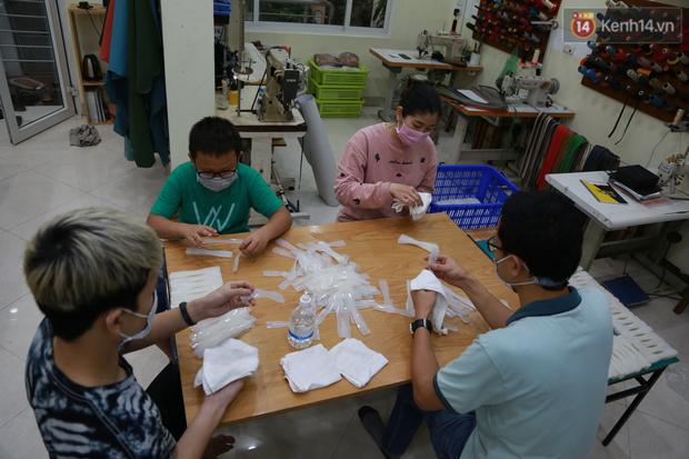 Người Hà Nội chế tạo đai đeo khẩu trang giảm đau tặng các y bác sĩ tuyến đầu chống dịch: Nếu đạt chất lượng thì chúng tôi sẽ làm ra nhiều hơn nữa - Ảnh 10.