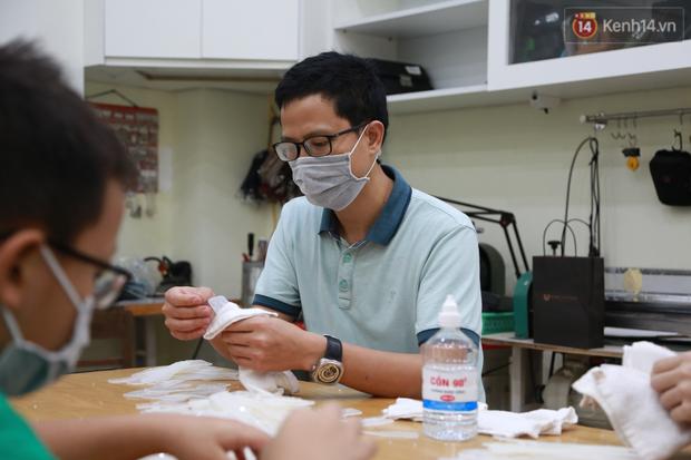 Người Hà Nội chế tạo đai đeo khẩu trang giảm đau tặng các y bác sĩ tuyến đầu chống dịch: Nếu đạt chất lượng thì chúng tôi sẽ làm ra nhiều hơn nữa - Ảnh 12.