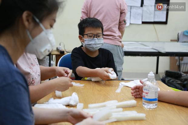Người Hà Nội chế tạo đai đeo khẩu trang giảm đau tặng các y bác sĩ tuyến đầu chống dịch: Nếu đạt chất lượng thì chúng tôi sẽ làm ra nhiều hơn nữa - Ảnh 14.