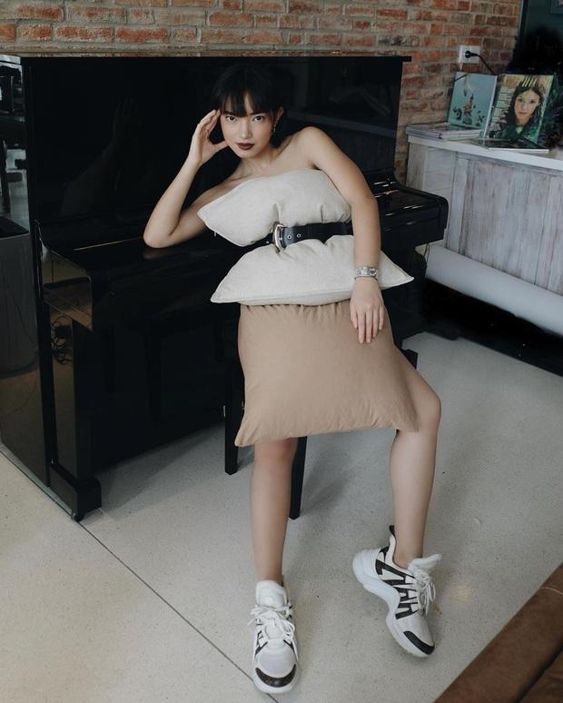 Cả dàn sao Việt, người mẫu, hot girl có chất đến mấy vẫn thua đẹp trước Trang Hý khi cùng đu trend lấy gối làm váy - Ảnh 2.