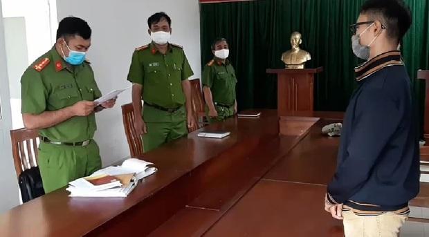 TP.HCM: Đánh bảo vệ khi được nhắc nhở đeo khẩu trang, nam thanh niên bị khởi tố về hành vi chống người thi hành công vụ - Ảnh 1.