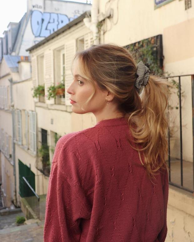 Phụ nữ Pháp có 3 cách buộc tóc để diện mạo luôn tươi mới và toát lên vẻ tao nhã, sang trọng - Ảnh 1.
