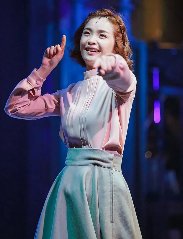 10 sự thật hay ho của hội anh chị đại Hospital Playlist: Jeong Won giả gái cực đỉnh, Jun Wan từng là tình cũ Son Ye Jin - Ảnh 4.