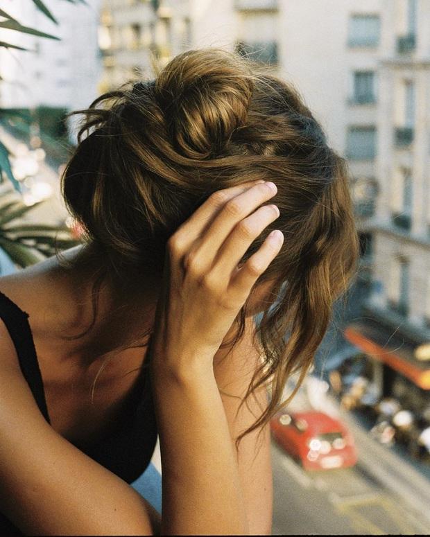 Phụ nữ Pháp có 3 cách buộc tóc để diện mạo luôn tươi mới và toát lên vẻ tao nhã, sang trọng - Ảnh 10.