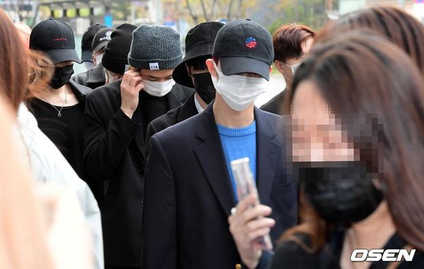Park Seo Joon, T-ara và dàn sao Hàn đi bầu cử mùa dịch: Khẩu trang, găng tay đầy đủ, thành viên BLACKPINK hụt chiếm spotlight - Ảnh 9.