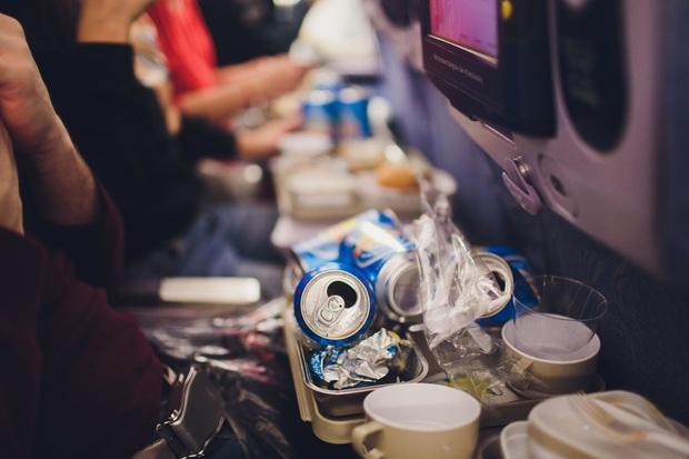 Chuyện gì xảy ra với đồ ăn thừa trên máy bay? Câu trả lời có thể sẽ khiến bạn vừa bất ngờ, vừa... áy náy - Ảnh 5.