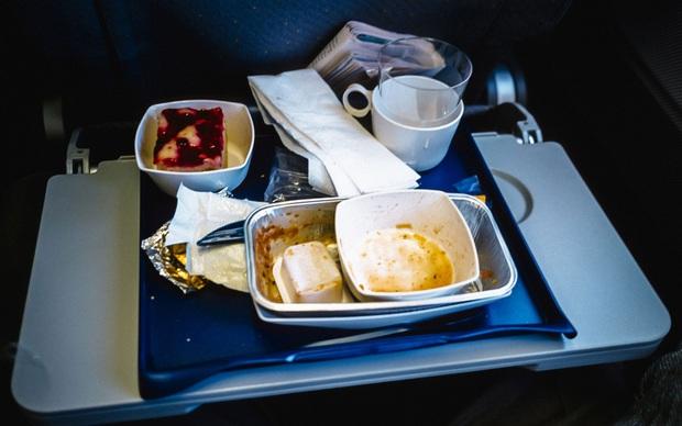 Chuyện gì xảy ra với đồ ăn thừa trên máy bay? Câu trả lời có thể sẽ khiến bạn vừa bất ngờ, vừa... áy náy - Ảnh 3.