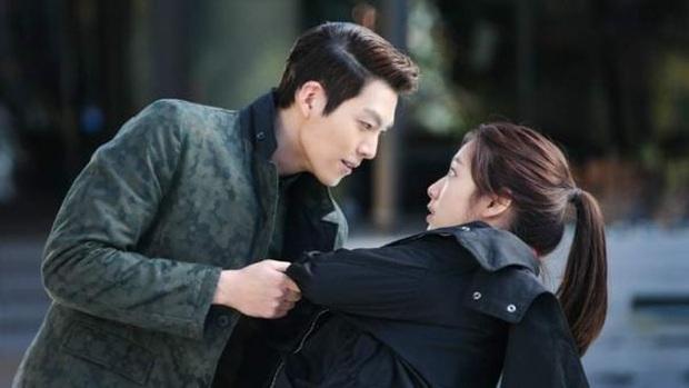 """9 """"đa giác tình yêu"""" phim Hàn làm fan mệt tim: Tầng Lớp Itaewon gây tranh cãi, Reply 1988 không ai dám xem tập cuối - Ảnh 2."""