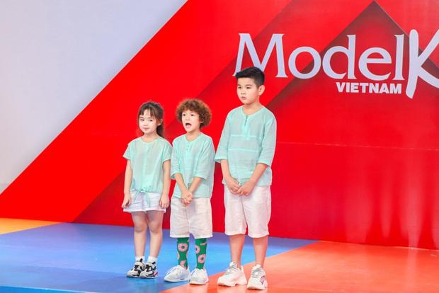 Model Kid Vietnam: Lần đầu tiên team Hương Ly chiến thắng, liên minh Lan - Thủy nhất loạt kiến nghị lên giám khảo - Ảnh 6.