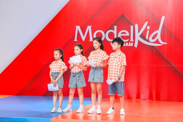 Model Kid Vietnam: Lần đầu tiên team Hương Ly chiến thắng, liên minh Lan - Thủy nhất loạt kiến nghị lên giám khảo - Ảnh 4.
