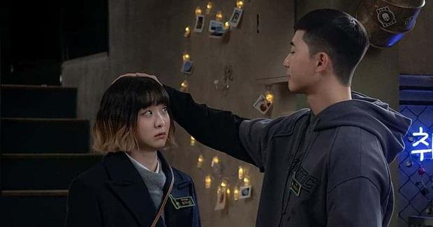 """9 """"đa giác tình yêu"""" phim Hàn làm fan mệt tim: Tầng Lớp Itaewon gây tranh cãi, Reply 1988 không ai dám xem tập cuối - Ảnh 25."""