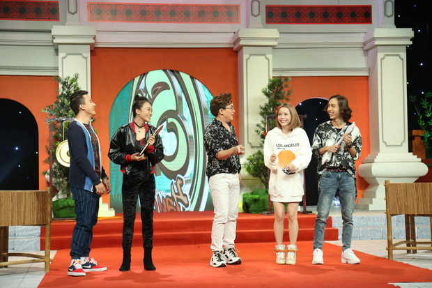 Lynk Lee xuất hiện với diện mạo mới nữ tính, tự nhận mình mới 18 tuổi trên sóng truyền hình - Ảnh 2.