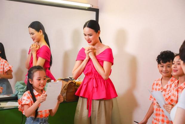 Model Kid Vietnam: Lần đầu tiên team Hương Ly chiến thắng, liên minh Lan - Thủy nhất loạt kiến nghị lên giám khảo - Ảnh 2.