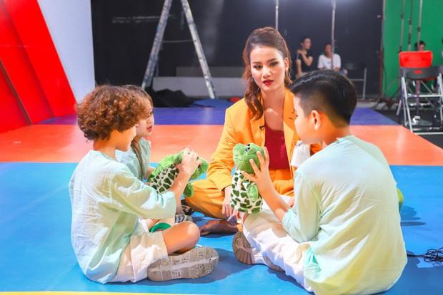 Model Kid Vietnam: Lần đầu tiên team Hương Ly chiến thắng, liên minh Lan - Thủy nhất loạt kiến nghị lên giám khảo - Ảnh 3.