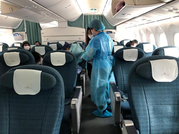 Vietnam Airlines chuyên chở công dân Việt Nam bị mắc kẹt tại sân bay tại Nhật Bản về nước - Ảnh 2.