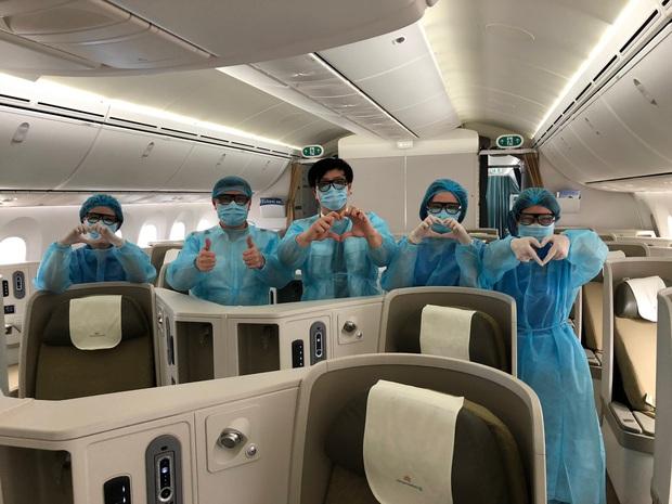 Vietnam Airlines chuyên chở công dân Việt Nam bị mắc kẹt tại sân bay tại Nhật Bản về nước - Ảnh 3.
